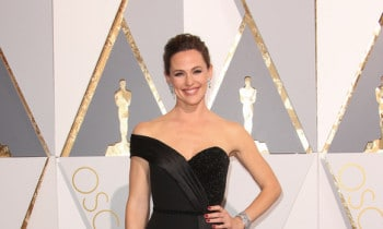 Top 10 Oscars Dresses: These Red Carpet Fashions Had Twitter Buzzing Sunday Night — Jennifer Garner Tops The List