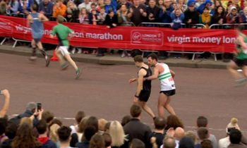 Marathon Runner Gives Up His Own Race To Help Exhausted Athlete Across The Finish Line