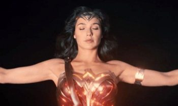 Gal Gadot Has Twitter Freaking Out Over Weird Justice League Cast Photo