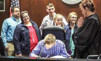 Foster Parents Adopt 4 Siblings Who Wanted To Stay Together, Brings Judge To Tears