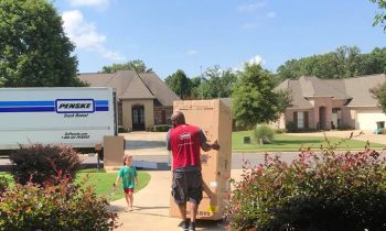 Delivery Driver Goes Above And Beyond To Make Little Boyand#039;s Dream Come True