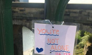 Teen Attaches Uplifting Notes To A Bridge And Itand#039;s Saving Lives