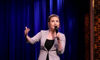 Comedy Watch: Taylor Tomlinson Is Our Latest Laugh Factory Female